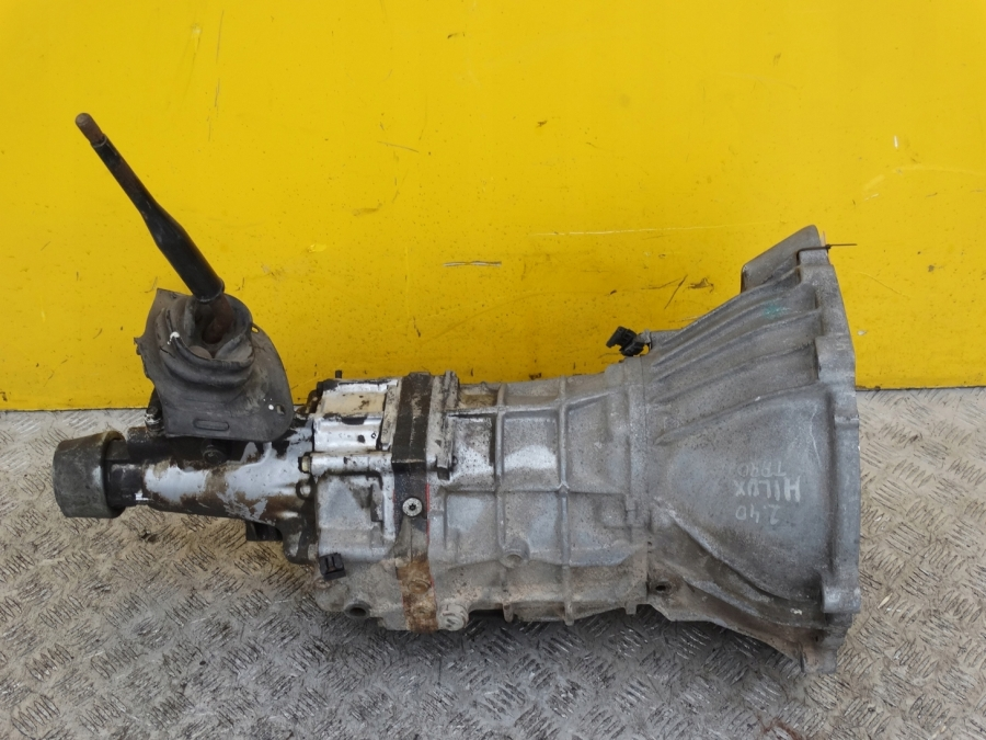 TOYOTA HILUX VW TARO 1989- 2WD COMPLETE GEARBOX  MANUAL